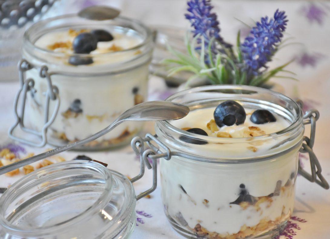 Homemade yogurt recipe - emily akradi